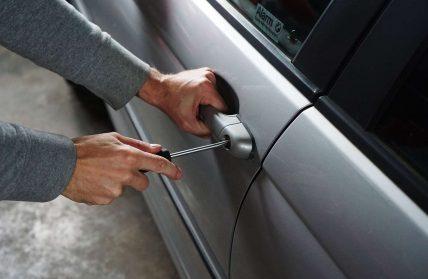 Jak zapezpieczyć samochód przed kradzieżą